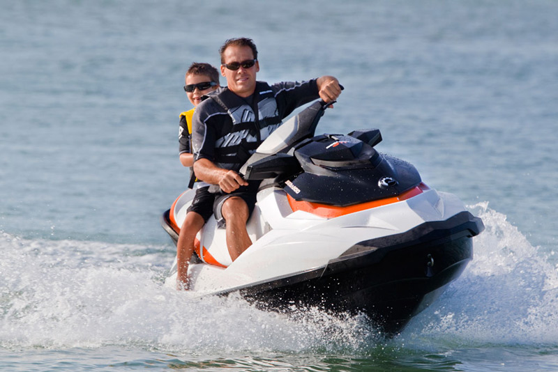 At Fly N High Waverunner and Parasail we make it our goal to insure that you have the time of your life. Whether you ride one of our Waverunner Jet Ski rentals in the warm waters of the Gulf of Mexico, or go on the Deluxe Parasailing Adventure with an unbelievable view of the Pinellas County beaches, we guarantee an unforgettable experience with memories to last a lifetime